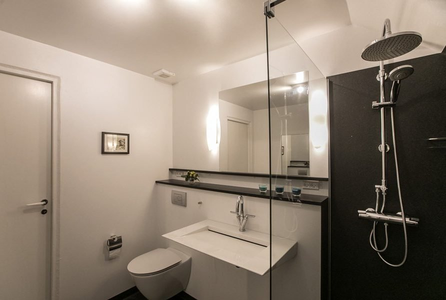 Accommodation bathroom, FaroeGuide